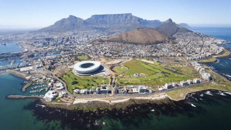 Dan Berriman takes Fiona Timms on a flight around Cape Town   South Africa